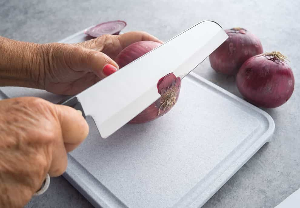 knife test with onion